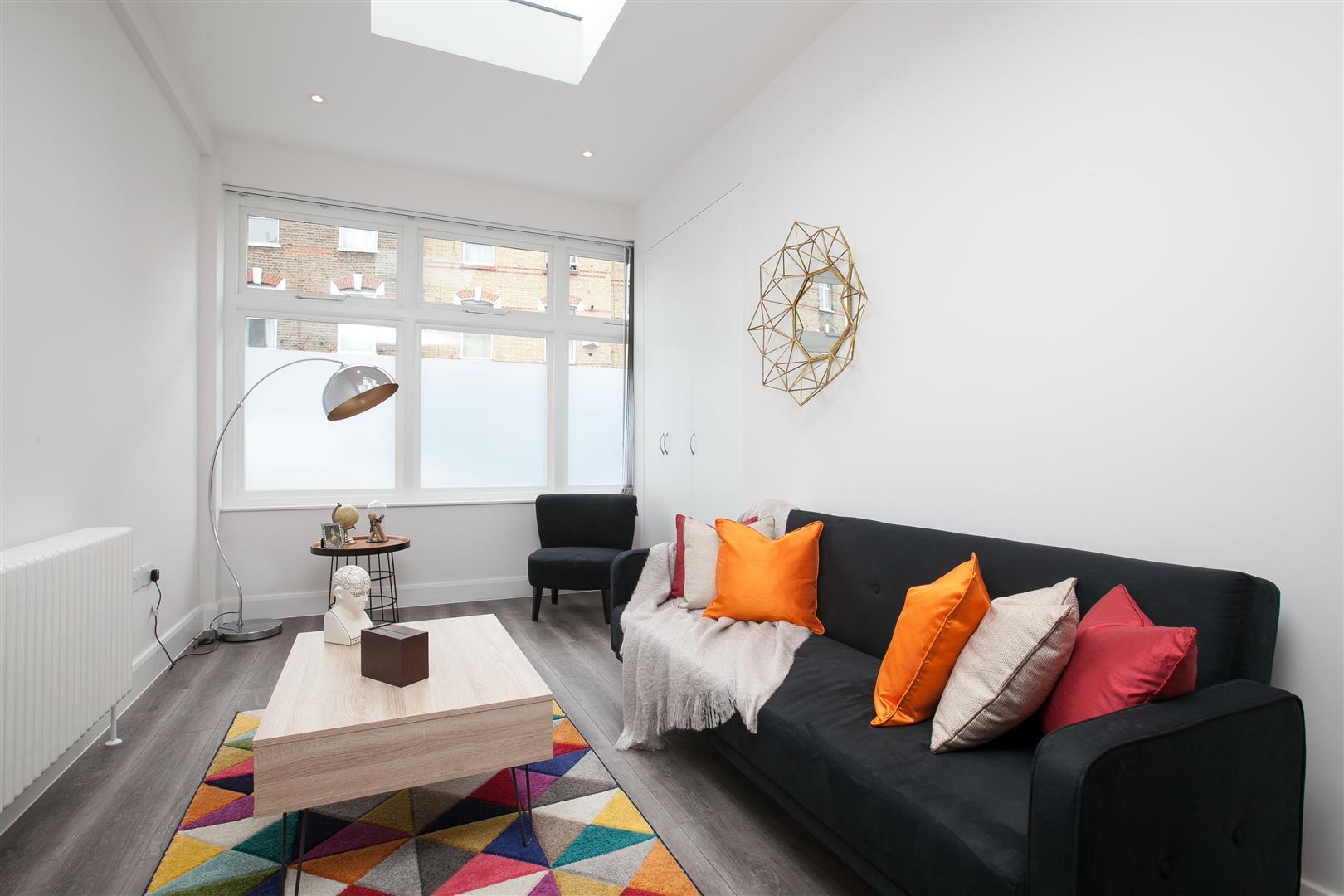 2 Bedrooms Flat for sale in Blackstock Road, London